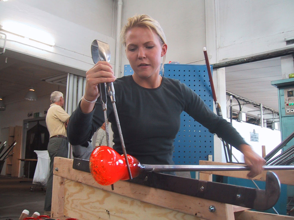 kalmar student working glass in the studio